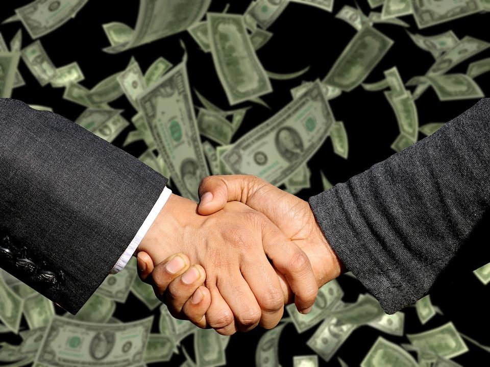 As melhores formas de renegociar as dívidas ou investir 13º salário